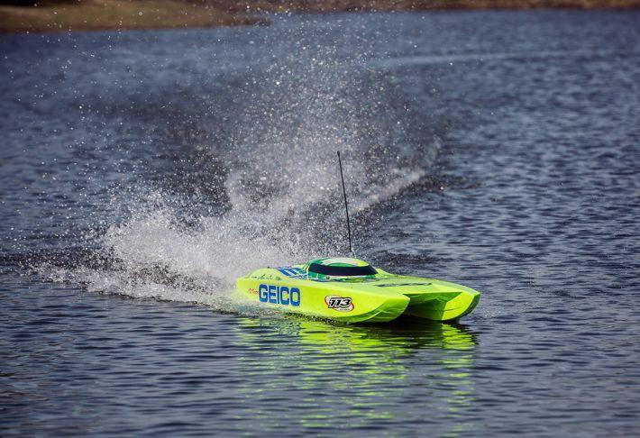 Miss Geico Zelos 36 Twin | Pro Boat